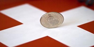 Mélyponton a svájci frank