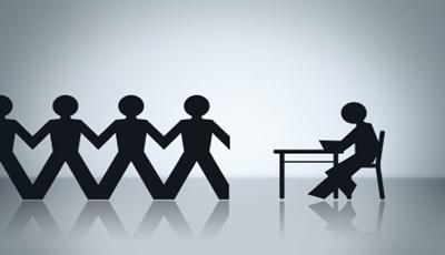 Mától sok kölcsönzött munkavállalónak szűnhet meg automatikusan a munkája