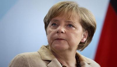 Merkel: riasztó a sajtószabadság korlátozása Törökországban