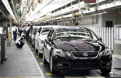 Terjeszkedik Magyarországon a Lexus