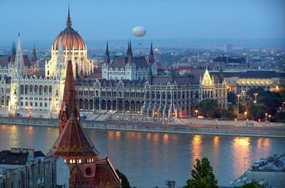 Mi lenne a jó Budapest-márkastratégia?
