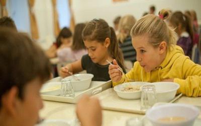 Az egészséges étkezést népszerűsítik az iskolákban