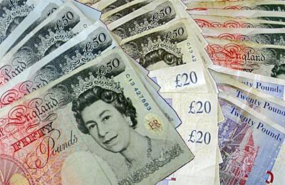 Fellép a brit kormány a túl magas vezetői fizetések ellen