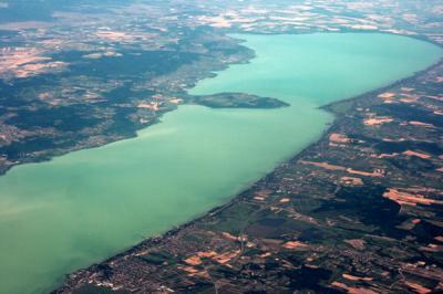 Szeptemberre halasztották a Balaton-átevezést