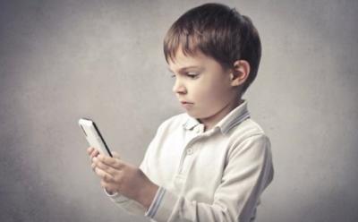 Az internethasználat veszélyeire hívja fel a figyelmet a Safer Internet Program