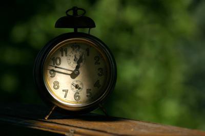 Vasárnap kezdődik a nyári időszámítás