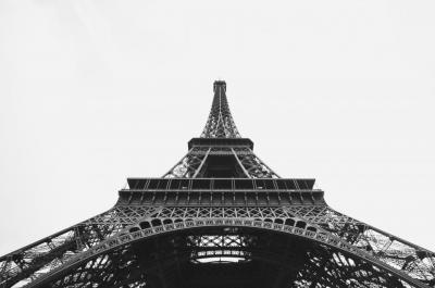 Meghosszabbított rendkívüli állapot Párizsban. Sejtenek valamit?