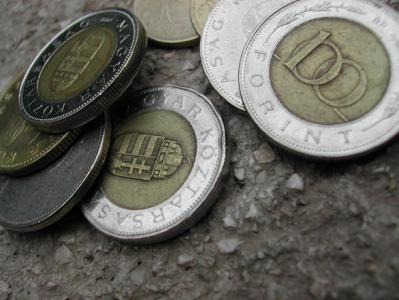 Kapaszkodik a magyar forint