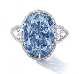 Két drága kék gyémántot árvereznek